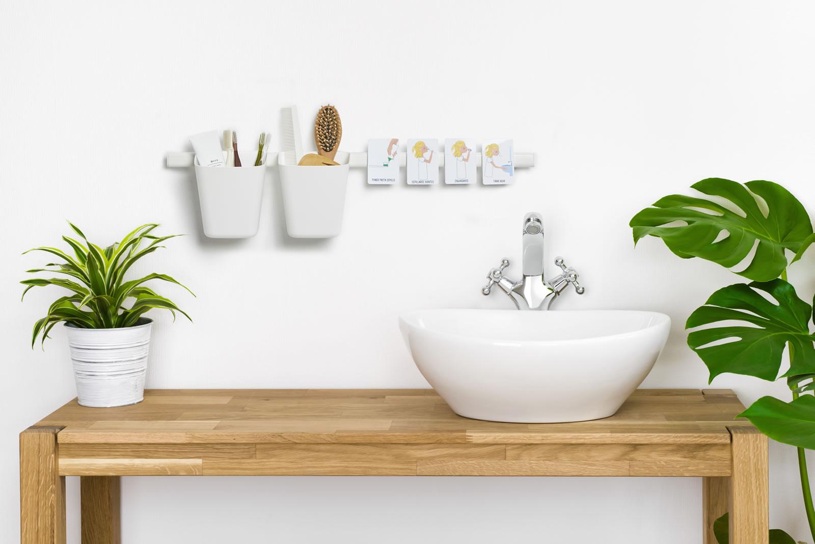 Secuencia lavarse los dientes en el aseo