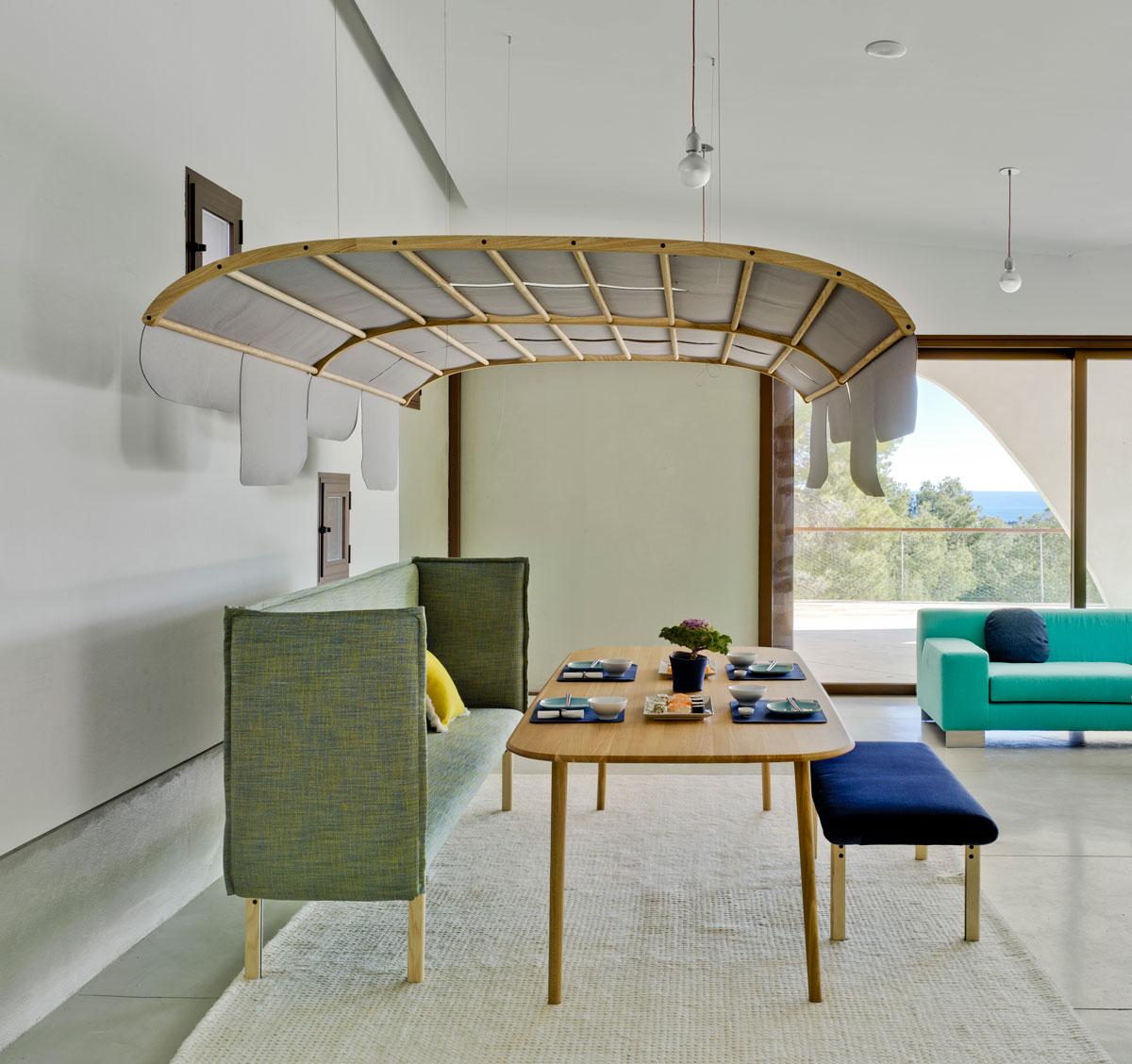 Tartana contemporánea que sirve como cúpula acústica. Imagen y diseño de SANCAL